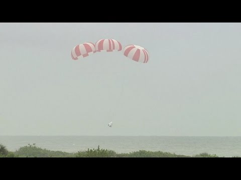 SpaceX conducts Dragon abort test