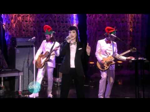 "Katy Perry sings ""Hot n Cold"". First time at ""The Ellen Degeneres Show"" - 12/05/08"