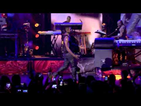 Usher - Remid Me / U Don't Have To Call (Live at iTunes Festival 2012)