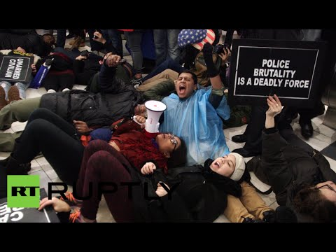 Protesters invade Apple store in NYC, demand justice for Eric Garner