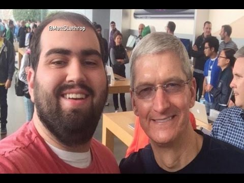 iPhone 6 Frenzy: Tim Cook Poses for Selfies With Customers