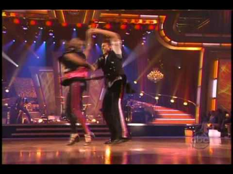 Demi Lovato Performs on Dancing With The Stars (04/07/2009)
