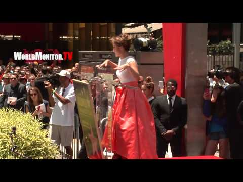 'JLO' Jennifer Lopez Emotional Speech at 2,500th Star Hollywood Walk of Fame Ceremony