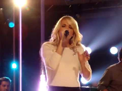 """Alone"" (Heart Cover) - Carrie Underwood iHeartRadio Concert"