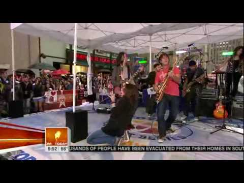 Miley Cyrus - Kicking And Screaming (08 28 09) Today Show
