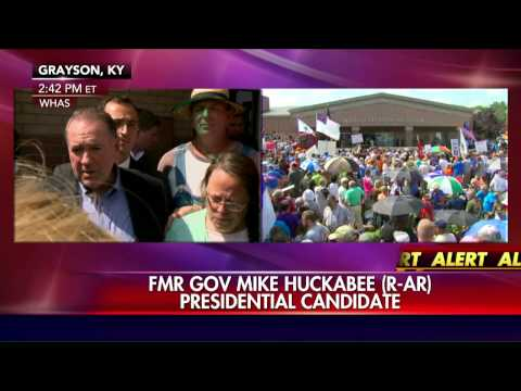 Huckabee: I would go to jail in Kim Davis' place.