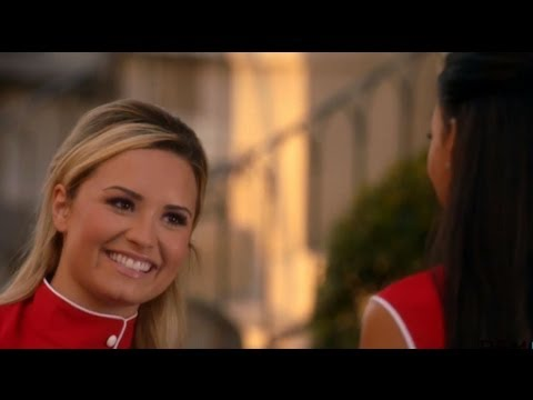Glee 5X02 Promo - Demi Lovato Kisses Naya Rivera!