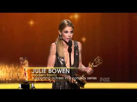Julie Bowen wins an Emmy for Modern Family at the 2011 Primetime Emmy Awards!