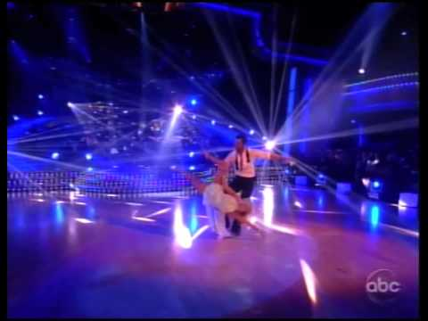 Susan Boyle sings on Dancing With the Stars