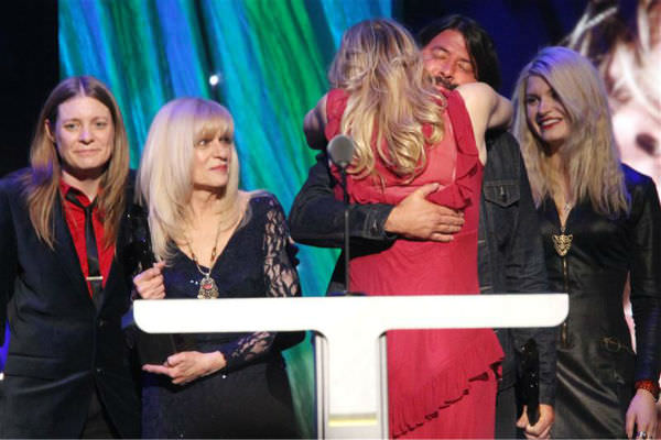 140410-galleryimg-otrc-rock-hall-induction-nirvana-induction-coutrney-love-2