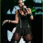rihanna-performance-2008-vmas-10