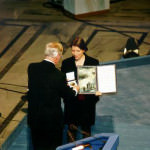 Dr. Marie-Eve Raguenaud receives the Peace Prize on behalf of MSF