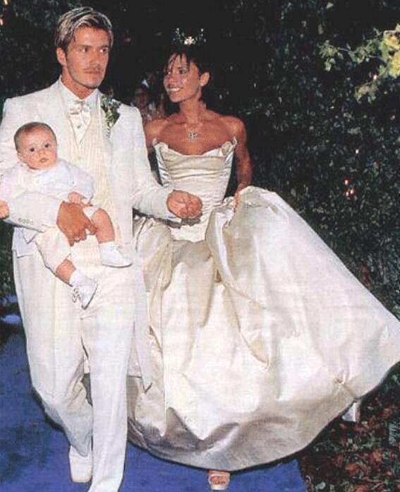 Victoria-Beckham-Shares-Wedding-Photos-Her-Anniversary